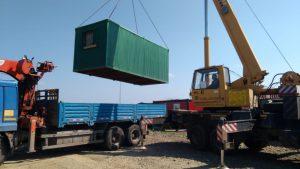Погрузка контейнера в манипулятор