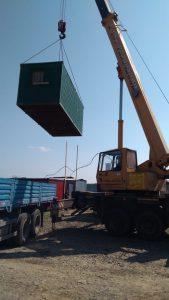 Погрузка контейнера в длинномер